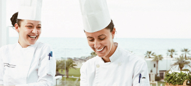 5-grecotel-working-in-group-equal-opportunities