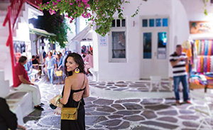 2-Shopping-in-Mykonos-downtown