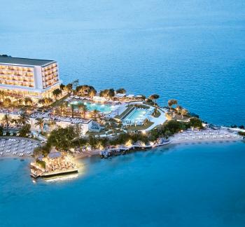 02-grecote-luxury-beach-resort-waterfront-living