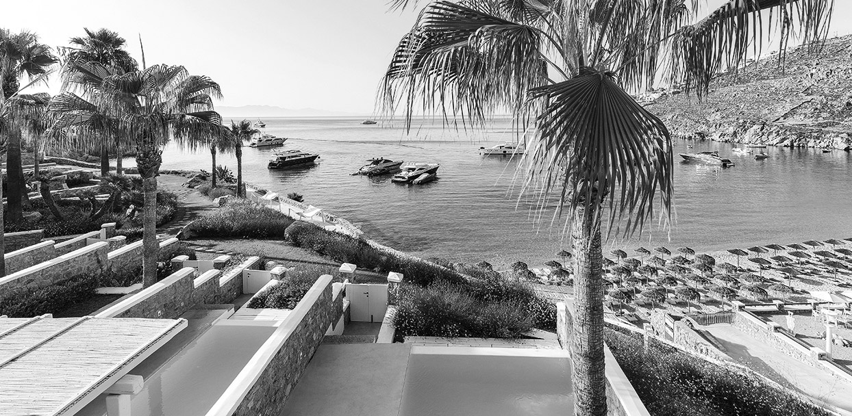 04-top-villas-resort-greece-bw