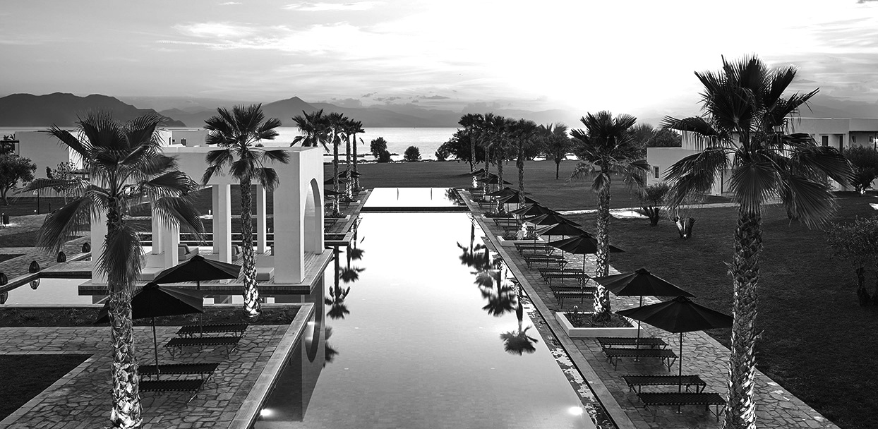 casa-marron-luxury-resort-peloponnese_bw