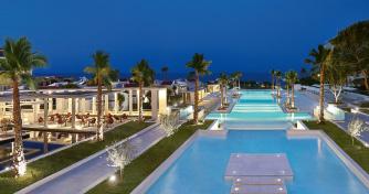 02-luxme-dama-dama-resort-pools