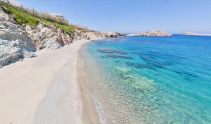 05-mykonos-star-hotel-in-greece-beach-resort