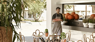 02-all-inclusive-resorts-dining-experience-in-grecotel-greece