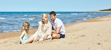 family-holiday-quality-time-beach-waterfront