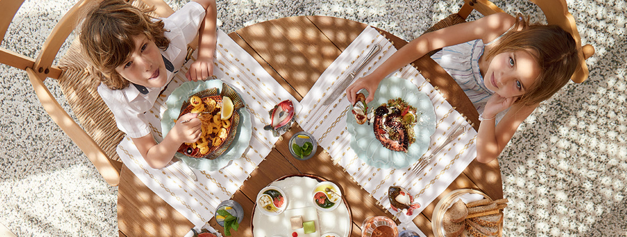 18-family-holidays-lunch-grecotel